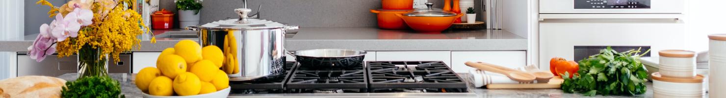 Küche mit Kochutensilien